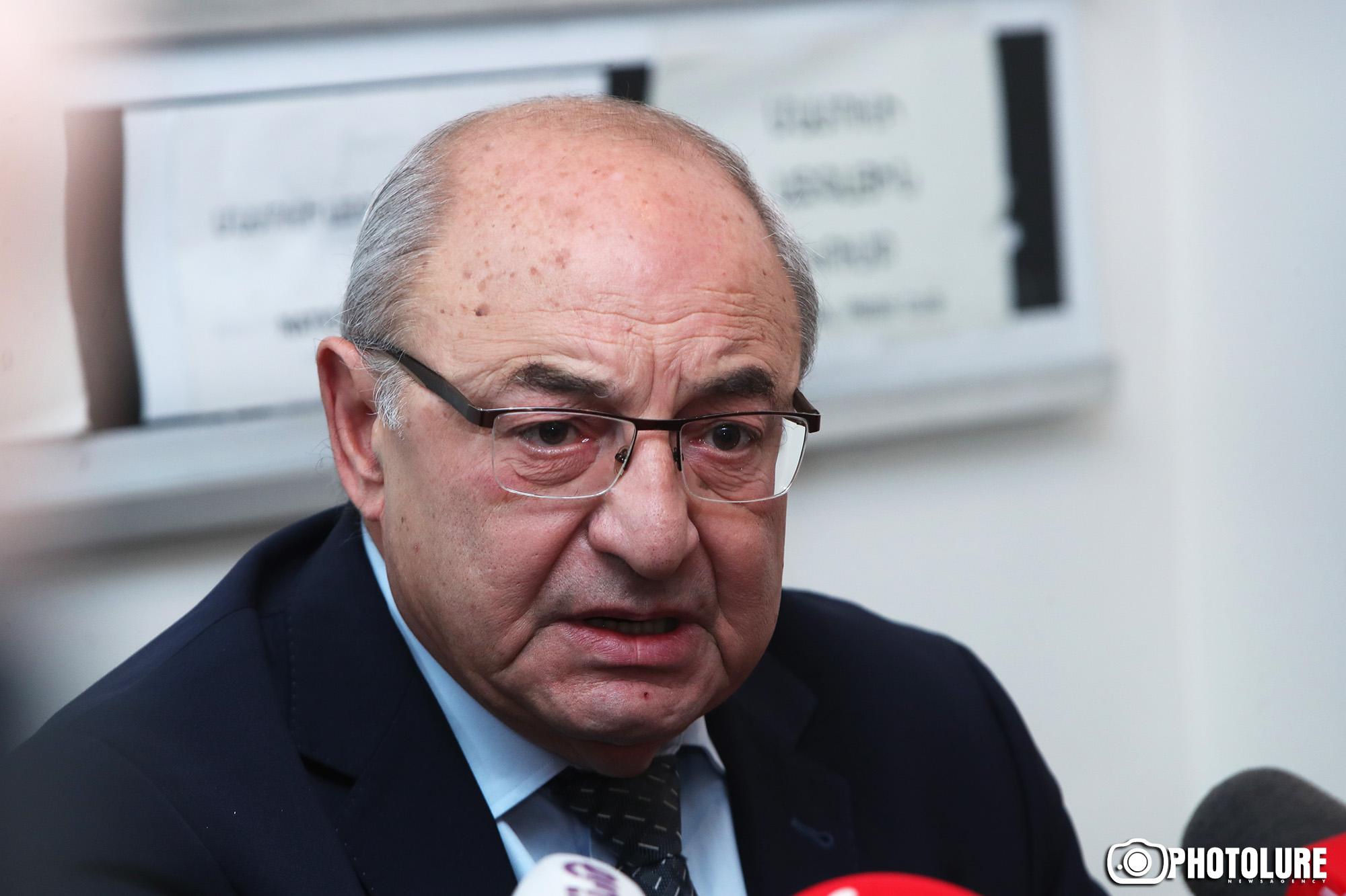 """Դարի անшմոթ Վազգենին հետո էլ հարցում են, թե բա ժողովրդին ինչու՞ ես ասել """"բпմժ"""", սա էլ ասում ա..."""